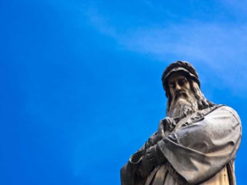 Da Vinci Statue